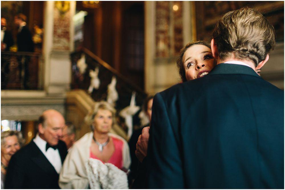Bräutigam nimmt Glückwünsche entgegen