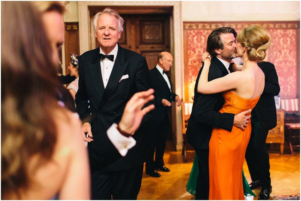 Hochzeitgäste beim Tanzen