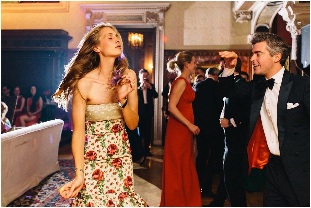 Gäste tanzen