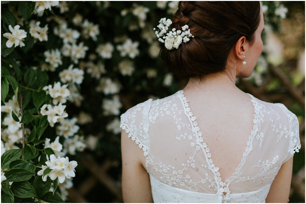 Weiße Blumen für die Braut