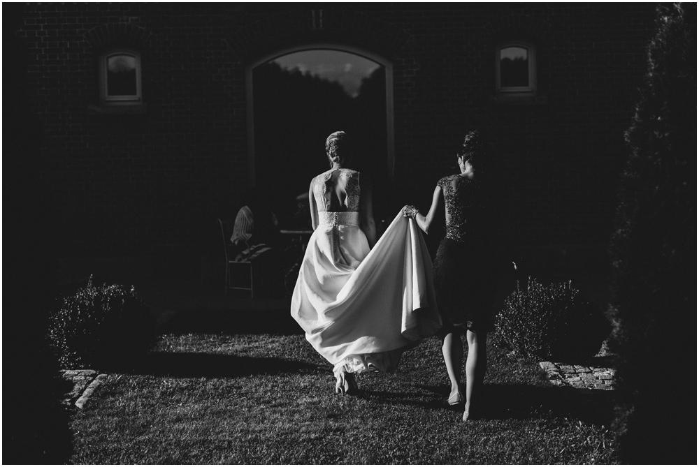 Braut und Brautjungfer