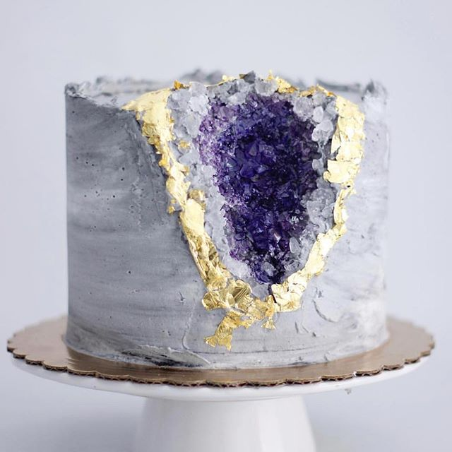 EDIBLE AMETHYST: Now this is our kind of cake! 💜🙌🏼 It just so happens that @catmeffan turns 30 this month! 😋