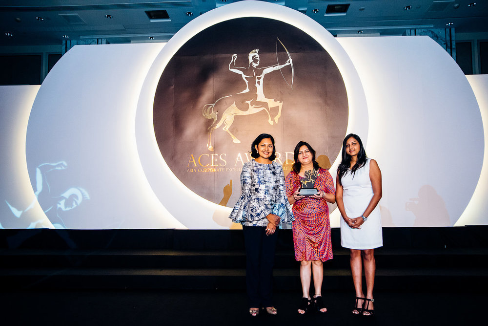 Madhu Srivastava, Head of Talent Acquisition, Diversity & Inclusion, representing Vedanta Limited receiving the honor for Top Companies to Work for in Asia, 2016