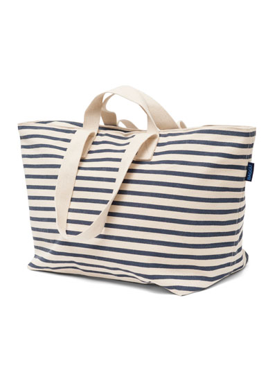 BAGGU  Weekend Bag in Sailor Stripe - $72  BAGGU products are principally made in the USA and ethically in China, are 'designed to be as eco friendly as possible and are constructed to minimize material waste and ensure high quality'. I'm loving their weekend bag and fun prints. Get yours  here .