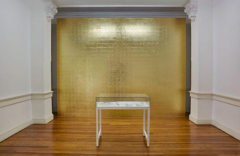 Stolen Light (Abstracto en Dorado), 2013  Courtesy Colección Ignacio Liprandi, Buenos Aires