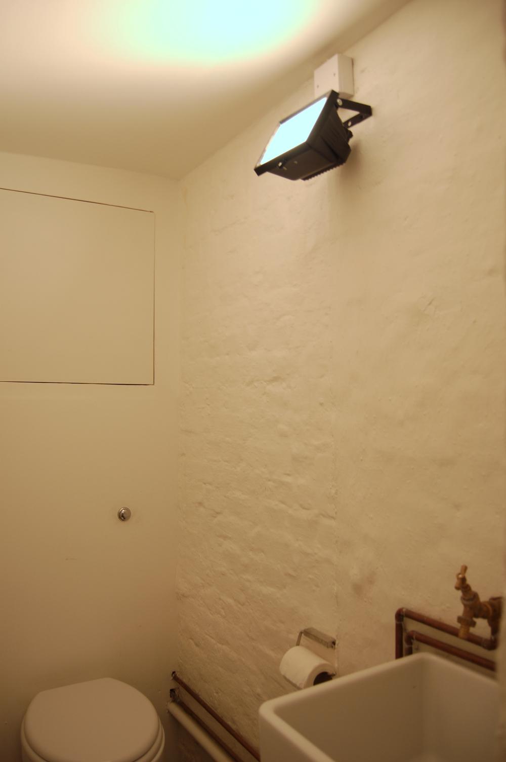 000_fernandez_bathroom.jpg