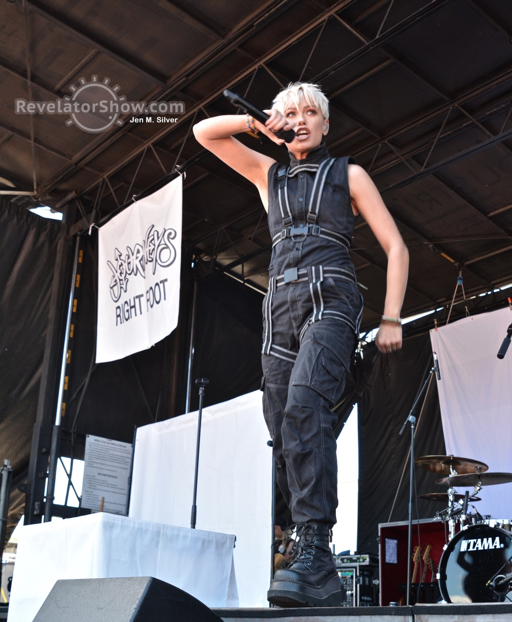 Tonight Alive07.jpg