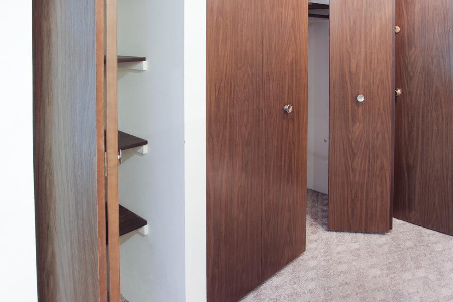 Hallway closets 05-0269.jpg