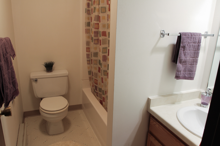 Bathroom 05-0268.jpg