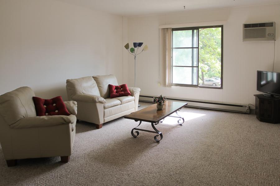 Living Room 03-0288.jpg