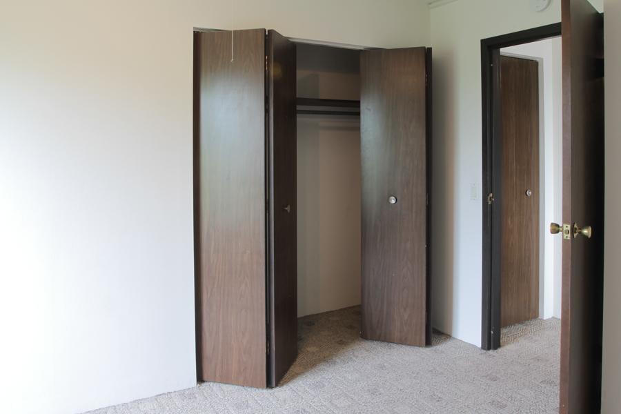 Bedroom Closet 07-0205.jpg