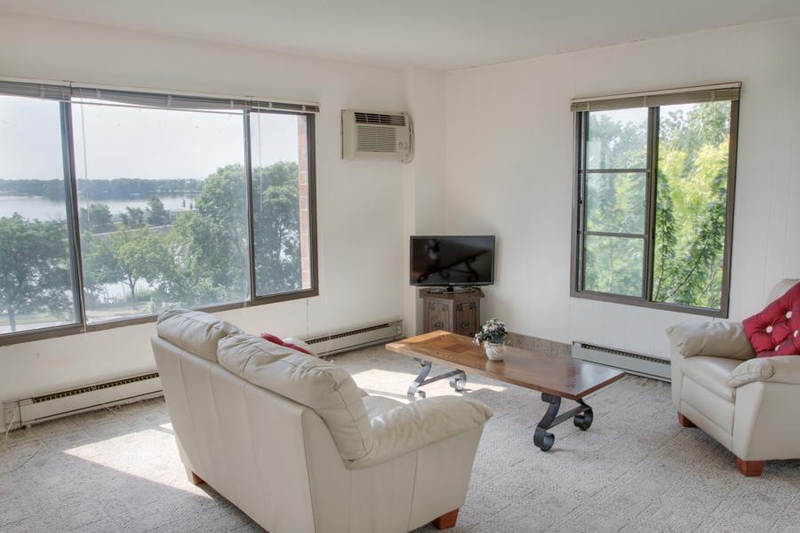 Living Room 07-2.jpg