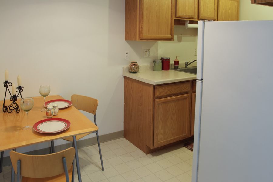 Kitchen with table 02-0317.jpg