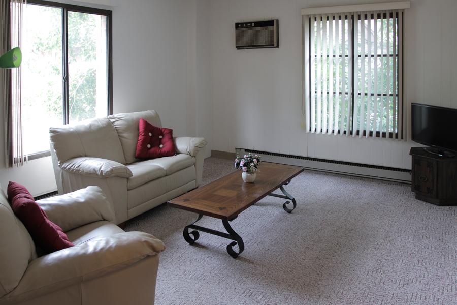 Living Room 02-0327.jpg