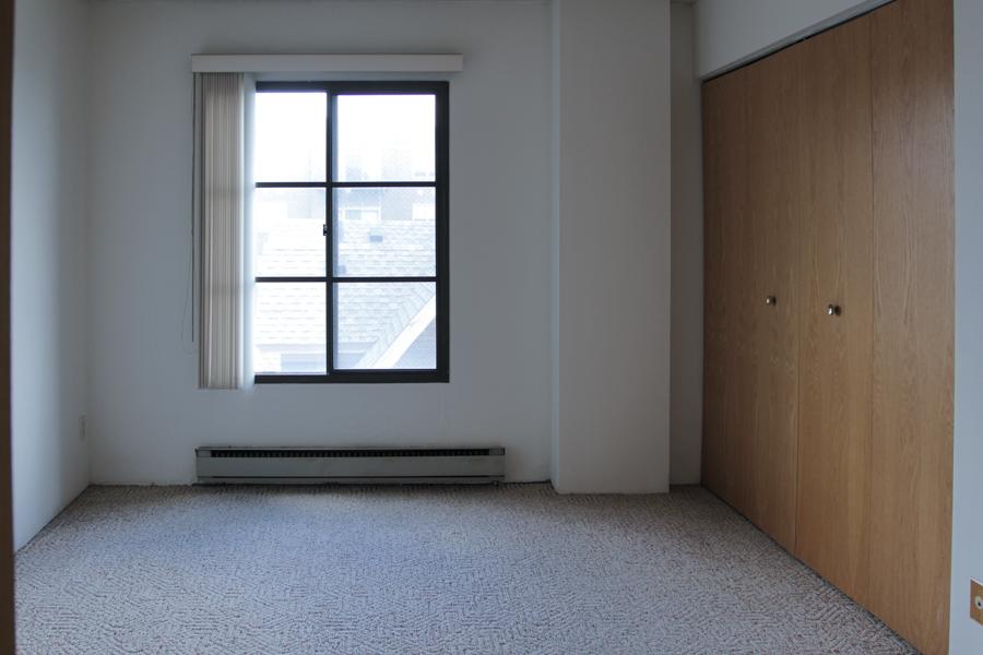 Bedroom 06-0357.jpg