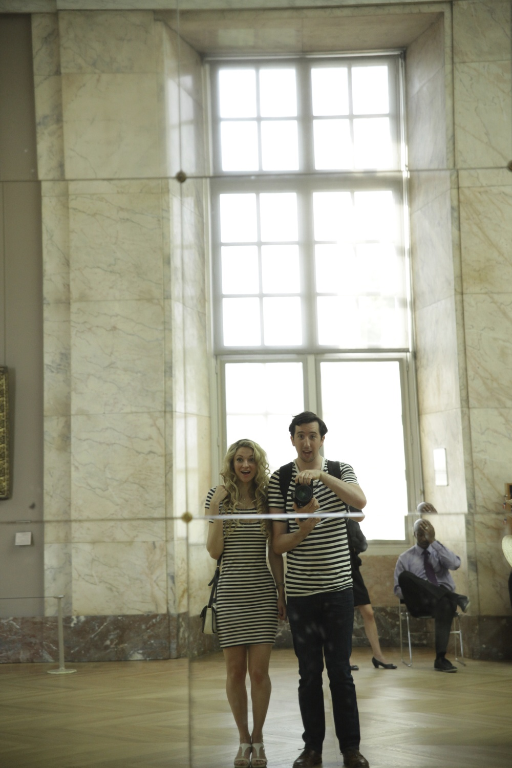 husband and wife photo at the Louvre