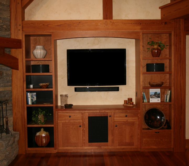 Built-in entertainment area with open and closed shelving
