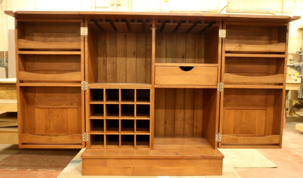 "A mobile ""bar"" opens to form a longer top and reveal wine/sprit storage areas. W7"