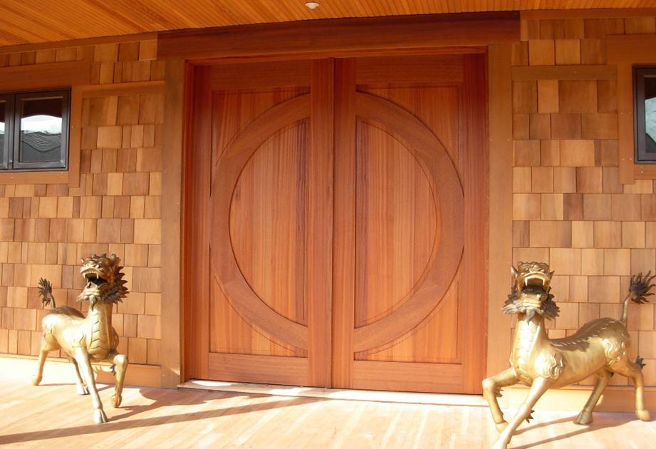 Zen center doors feature hidden hardware for a more unified look. D14