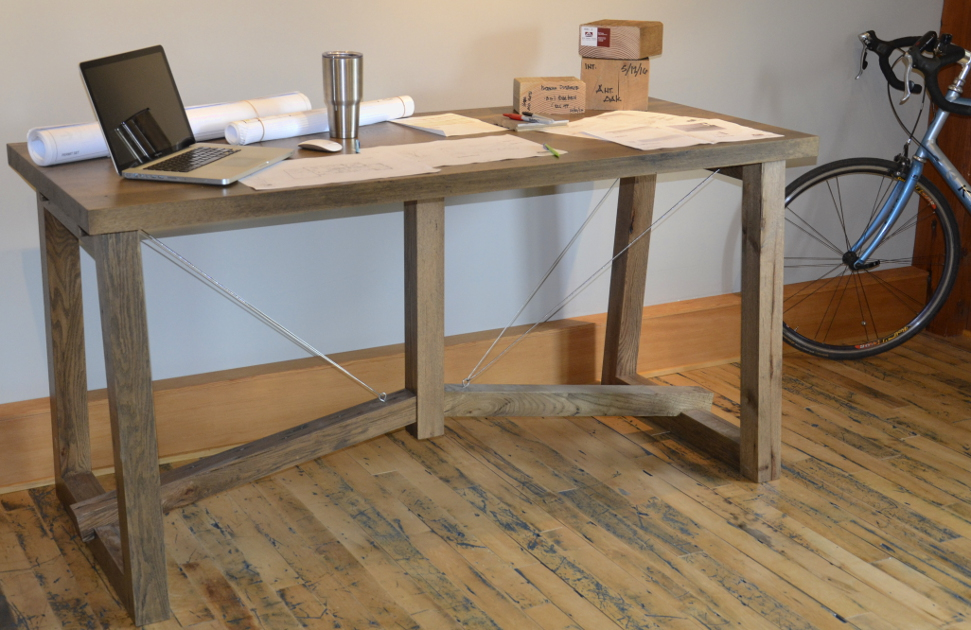 Suspention oak table