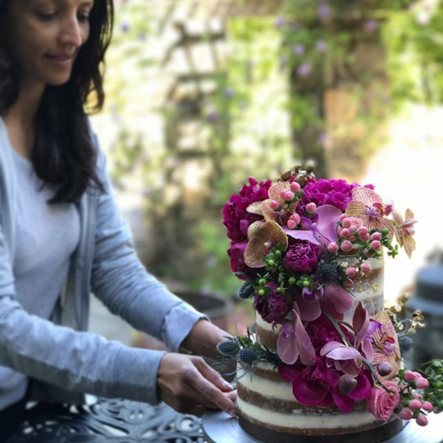 Finally got a chance to work with my mom of @thesweetspotnyc and learn some fabulous floral arrangement and cake decorating techniques. Cant wait to put it into practice in SF! #whiskmeawaysf
