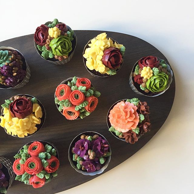 Flowers you can eat ;) Buttercream cakecups