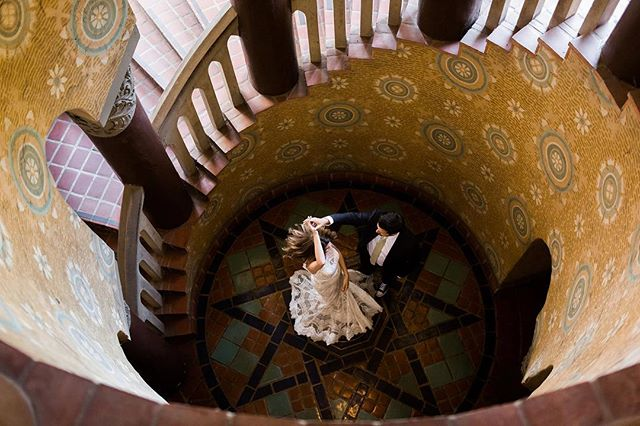 One week ago, I had the best time photographing these two in the lovely Santa Barbara Courthouse. What a beautiful day. Congratulations Heidi & Brian!⠀ ⠀