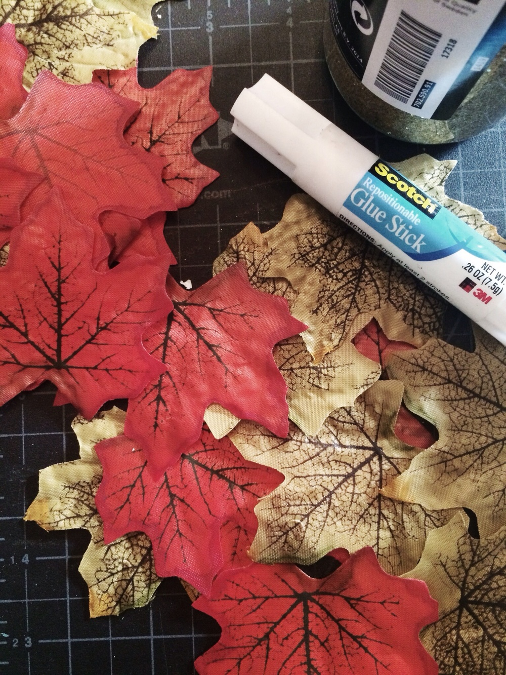 DIY Fall Garland. Click through for tutorial.