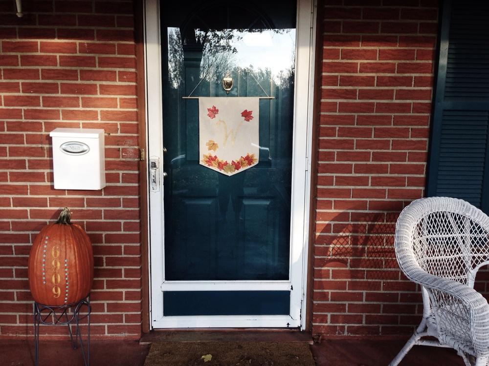 Fall Door Hanger (click through for tutorial)