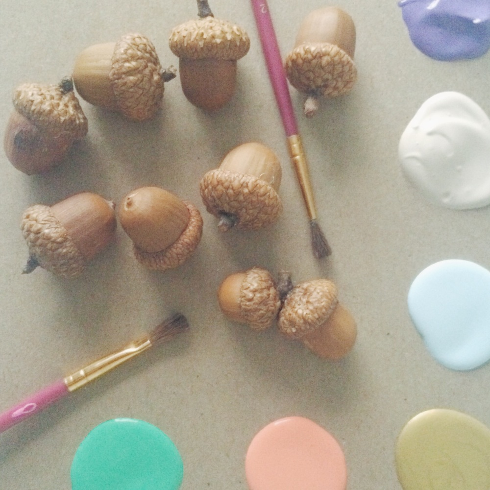 Painted Acorns. Click through for tutorial.
