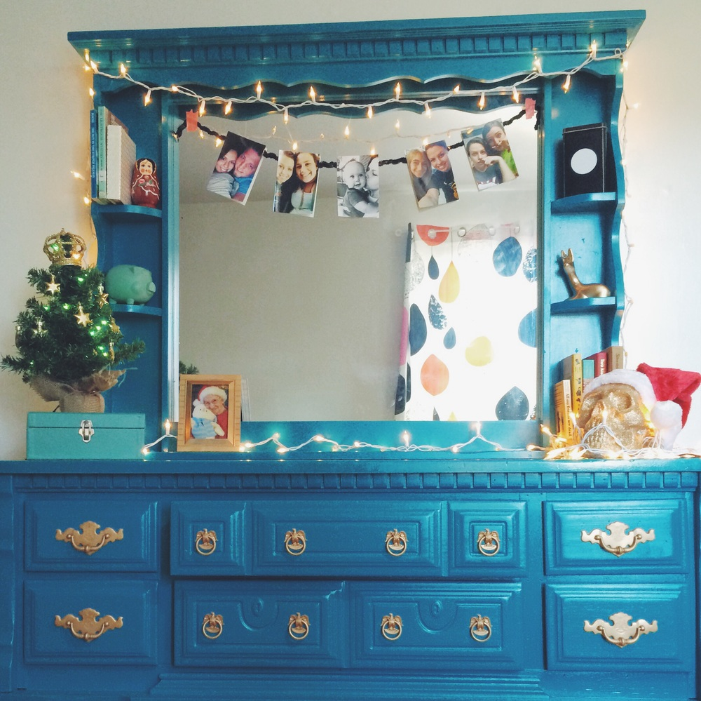 Small Space Christmas Decor. Click through for more details