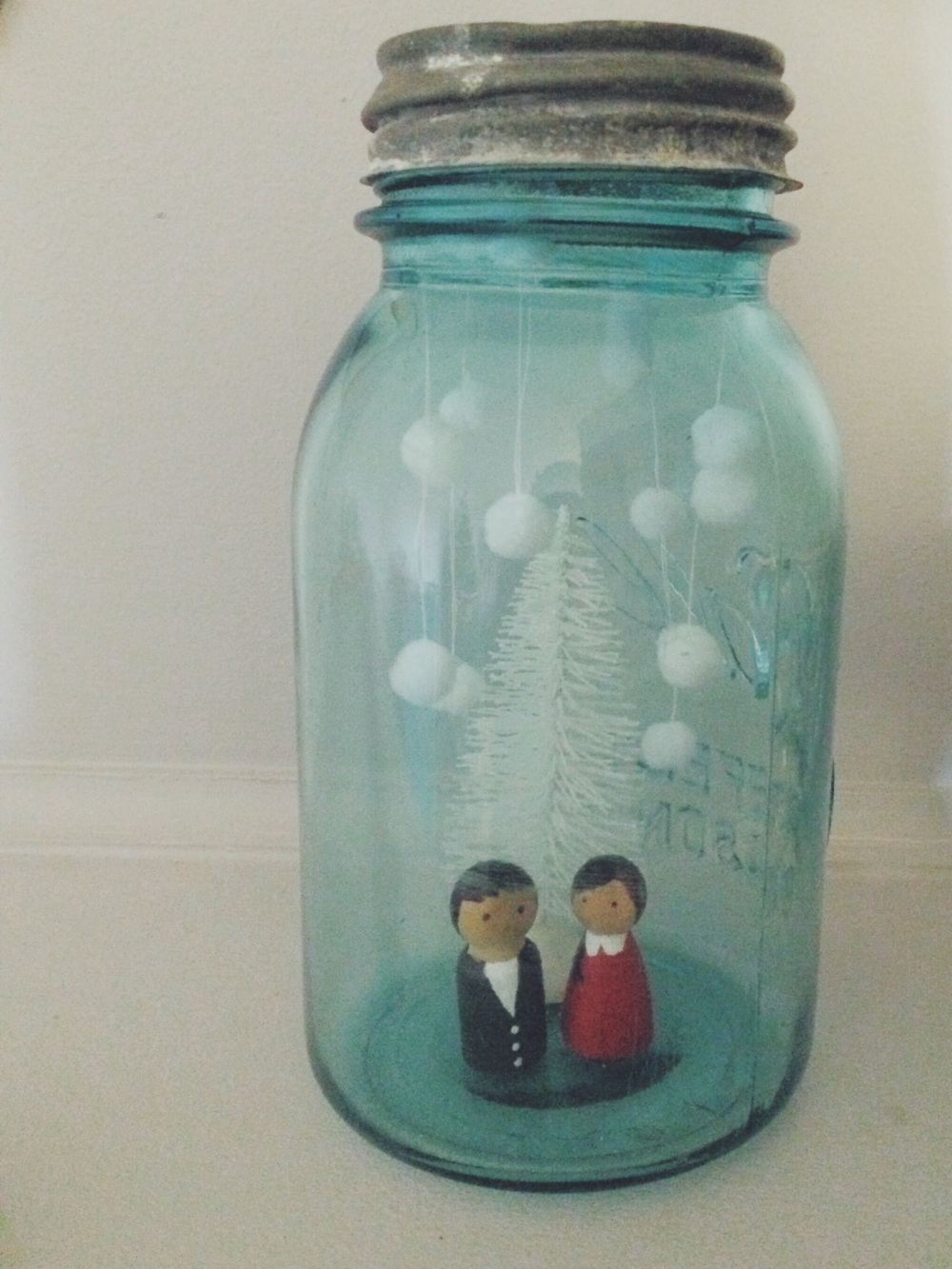 Diy Snow Globes. Click through for instructions.