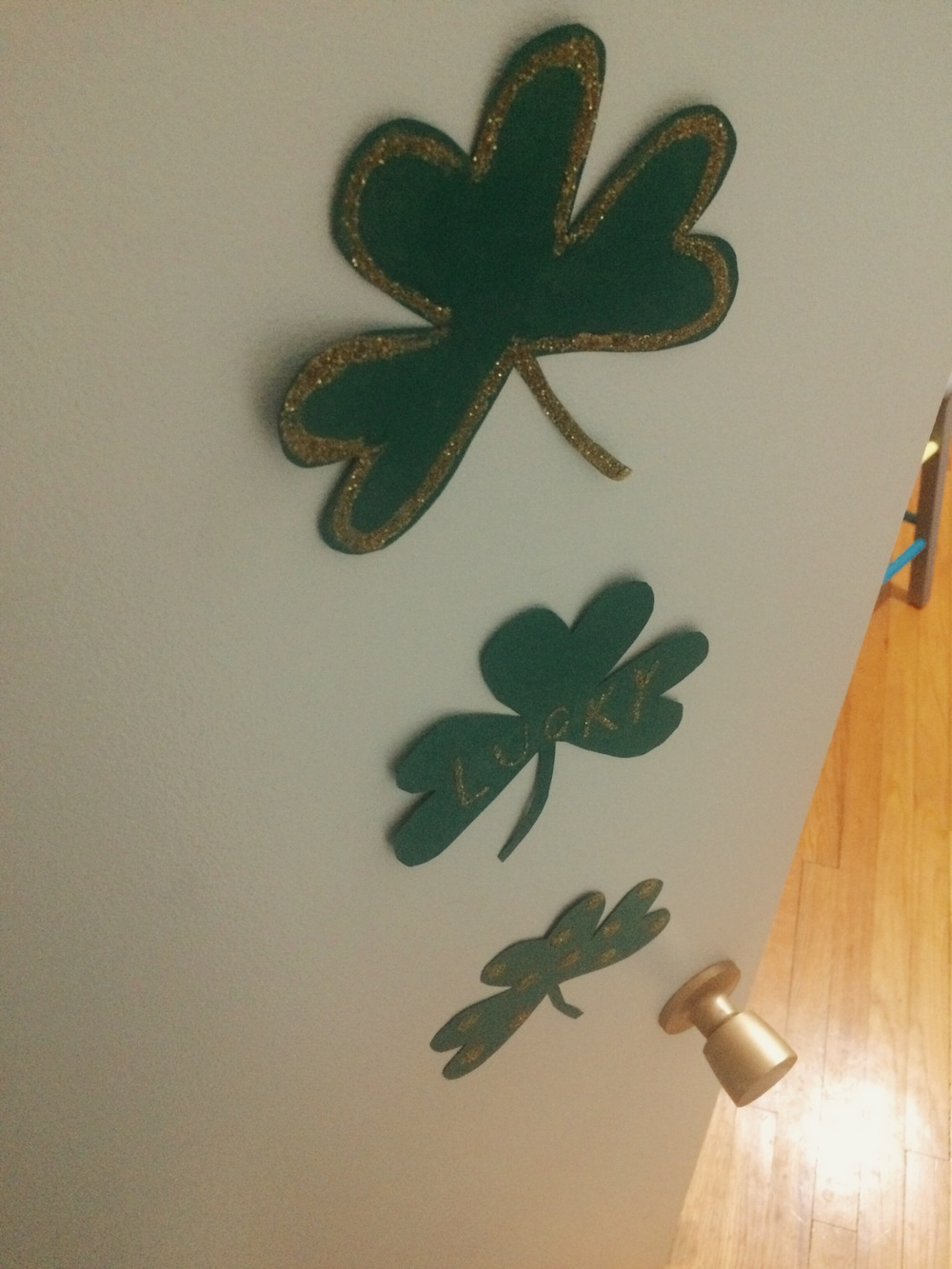 Glitter Shamrocks. Click through for details.