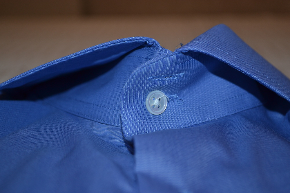 Two button cut away collar