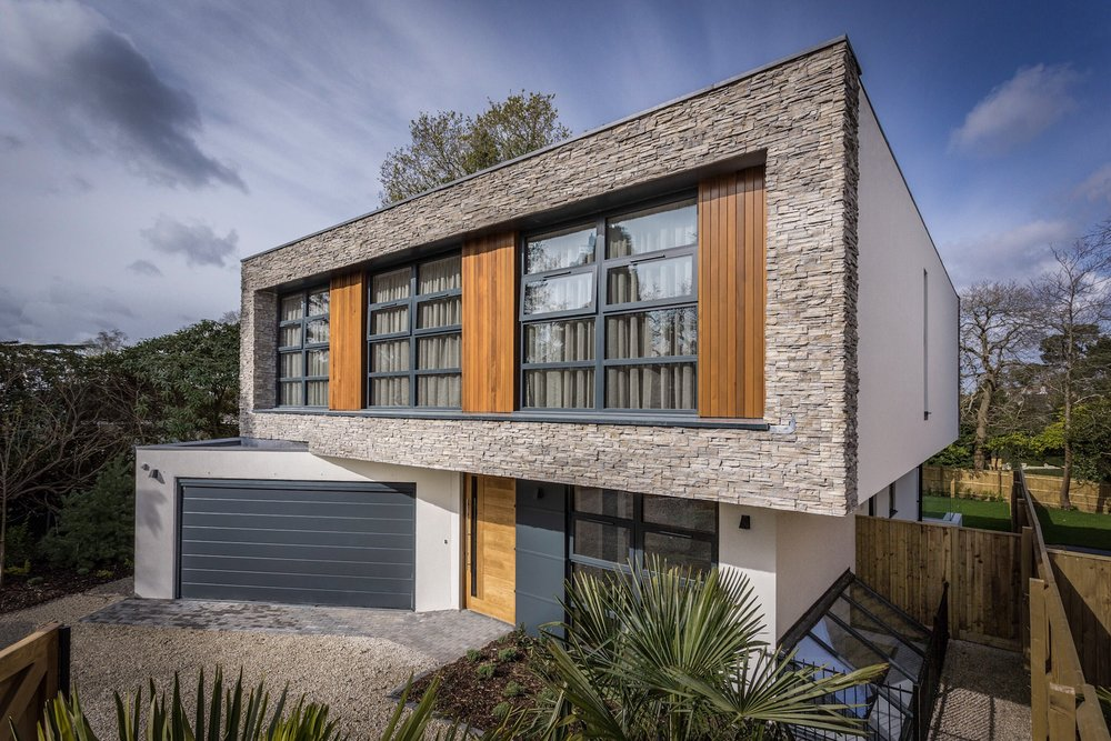 The front elevation of a stylish new house in Poole, Dorset built by Spetisbury Construction Limited