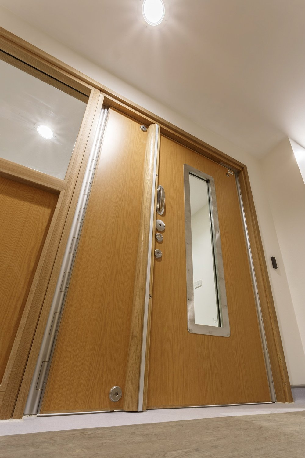 Client issue picture of the door taken on the Platypo Pro