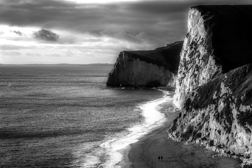 A dramatic picture of the Jurassic Coast in black and white