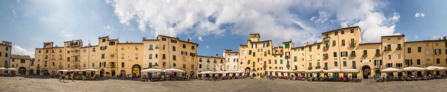 Plaza del Amphitheatro in Lucca