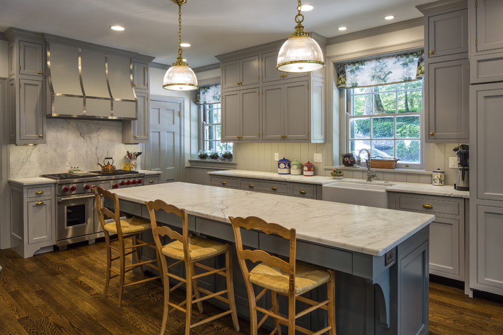 We are proud as peacocks to have been perennially serving this Hyde Park clients' design and construction needs inside and out since 2004. Completed in 2016, this kitchen renovation and breakfast room addition continues our long history of happy homemaking for this fabulous family.