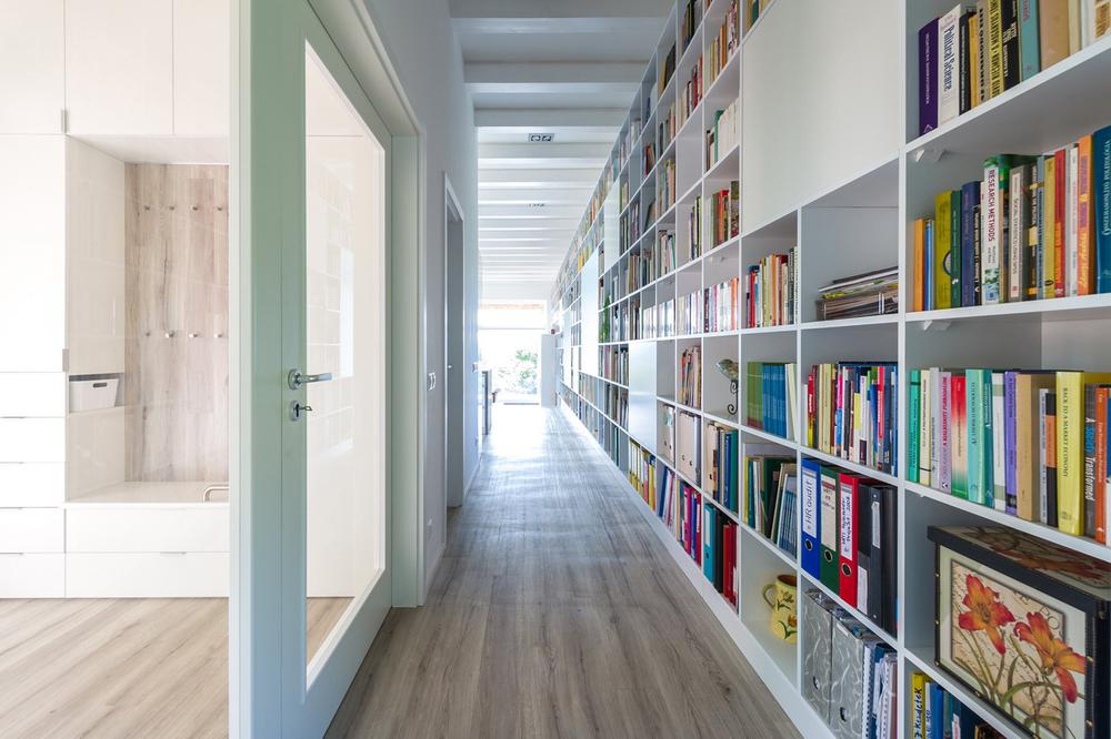 22_inside_entrance and the 17 m long bookshelf.jpg