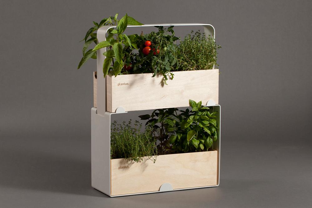 Indoor urban gardening - Plantus planters 05.jpg