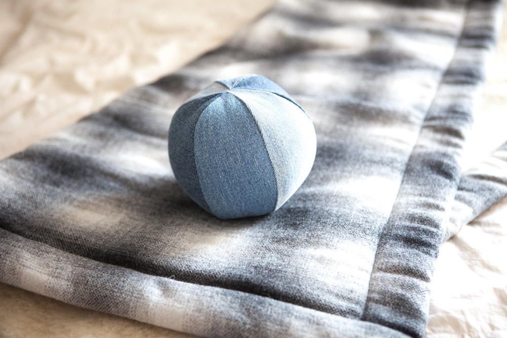 CLOUD 7 | Dog Mat in Tartan  +  RECYCLED TOYS | Denim Ball