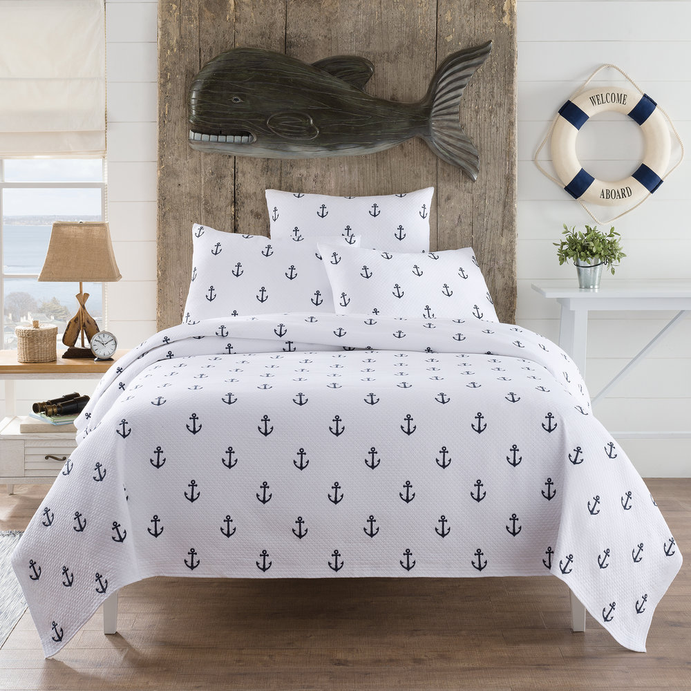 Anchors coverlet in navy