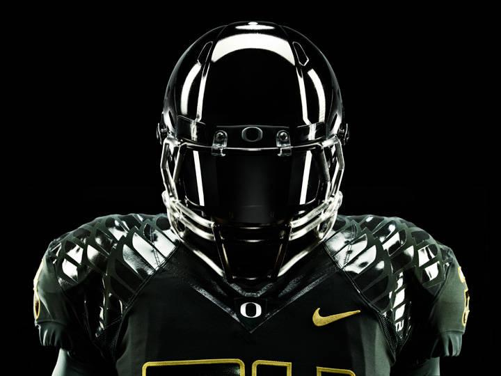 24134_nike-oregon-ducks-rose-bowl-pro-combat-2011-02.jpg