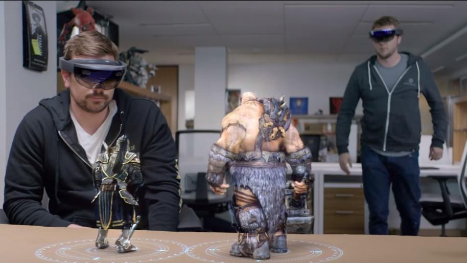 Microsoft-HoloLens-Legendary-Warcraft.jpg