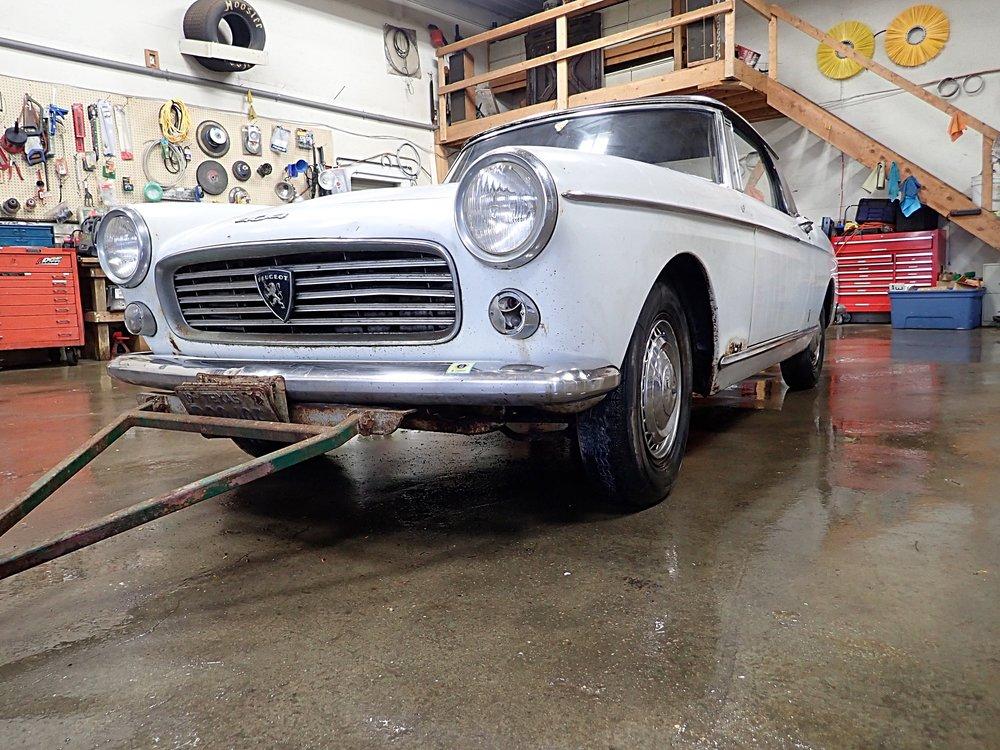1A 1963 Pugeot 404 Sevren.JPG