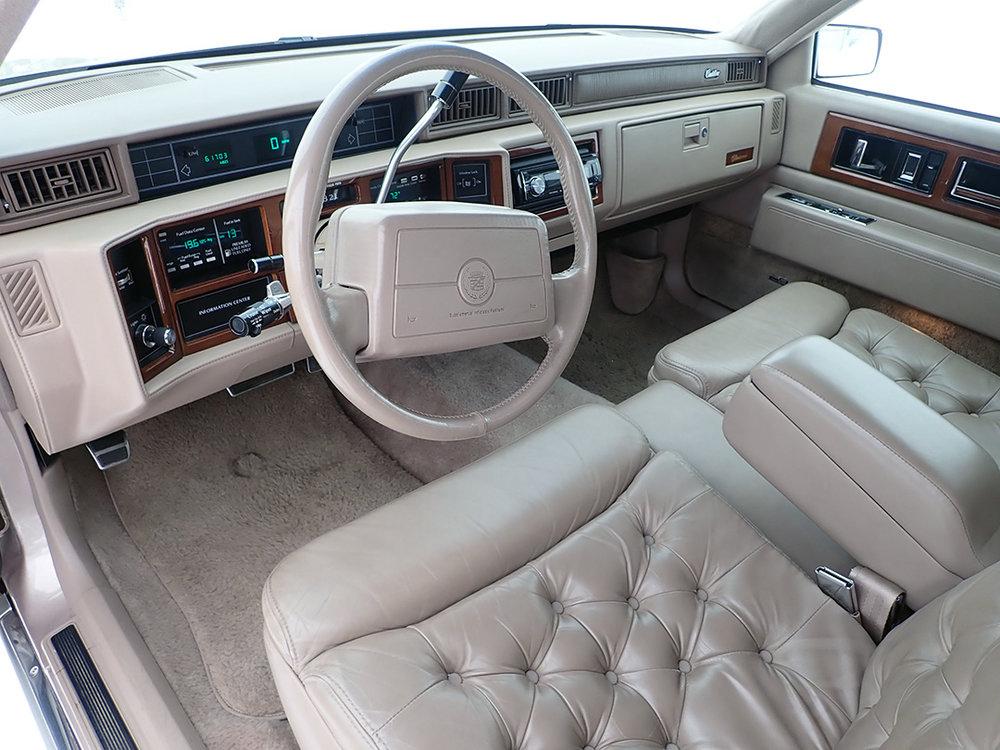 9 1991 Cadillac Fleetwood.jpg