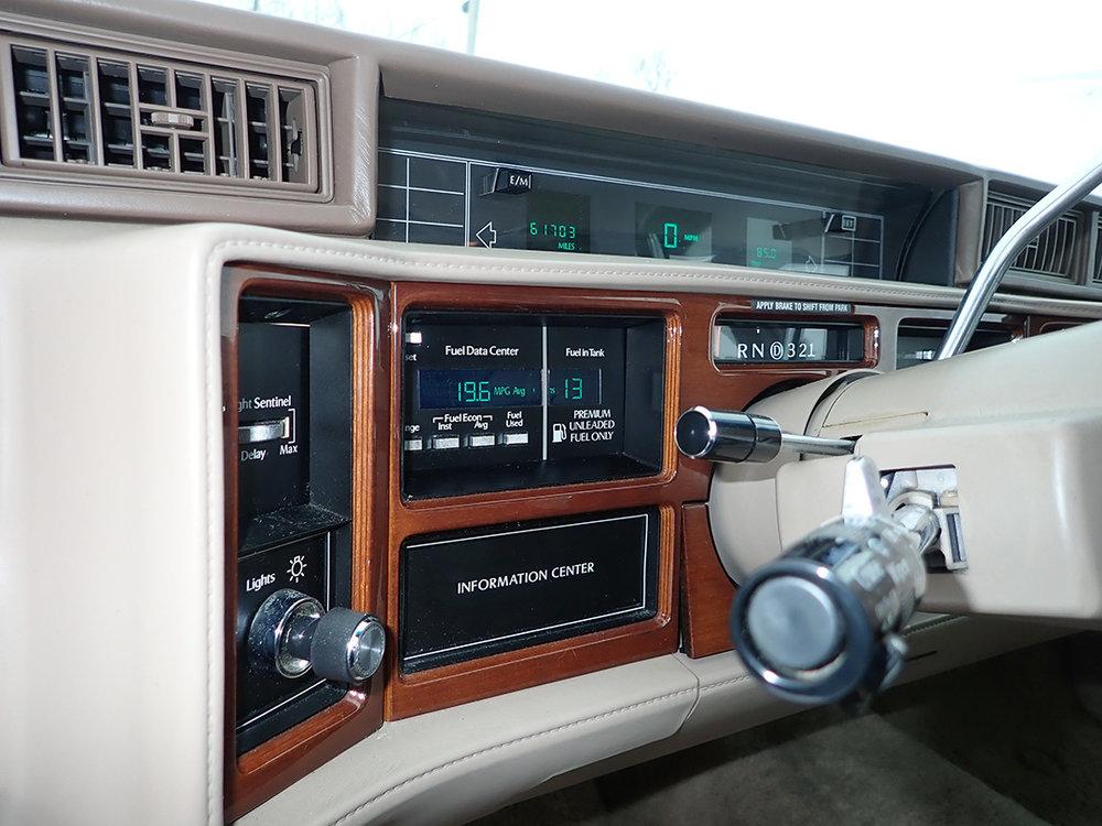 12 1991 Cadillac Fleetwood.jpg
