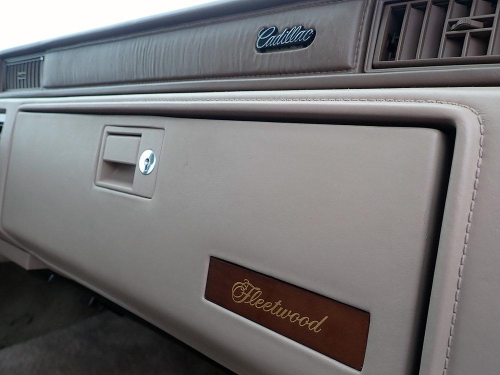 13 1991 Cadillac Fleetwood.jpg