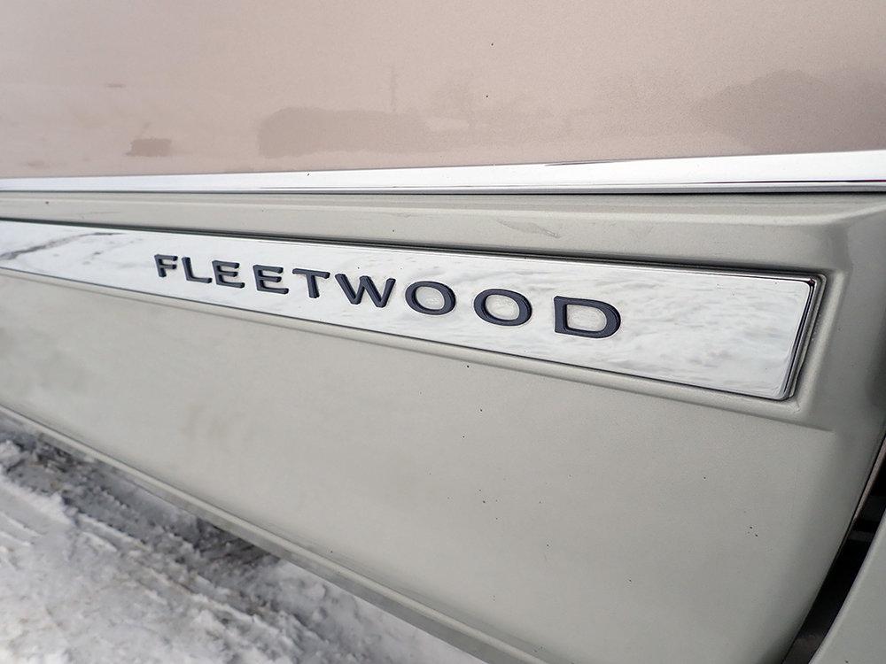 18 1991 Cadillac Fleetwood.jpg